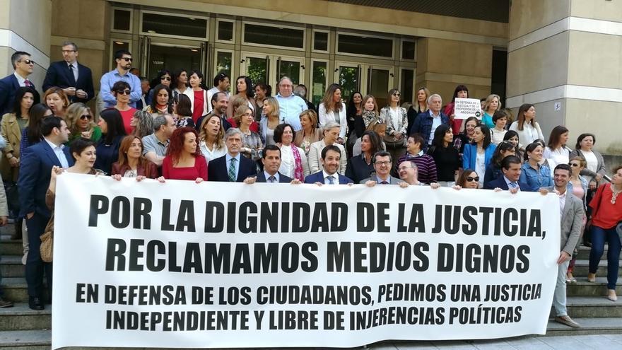 """Un 80% de jueces y fiscales vascos, en huelga para denunciar """"el abandono"""" de la Justicia por los poderes públicos"""