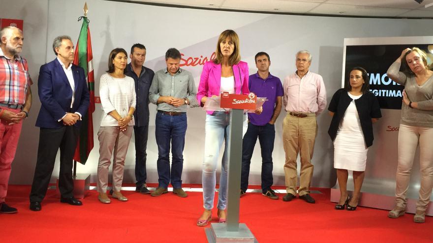 Idoia Mendia, junto a alcaldes socialistas, tenientes de alcalde y dirigentes del partido.