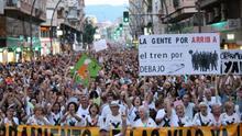 Manifestación masiva en Murcia contra la llegada del AVE sin soterrar