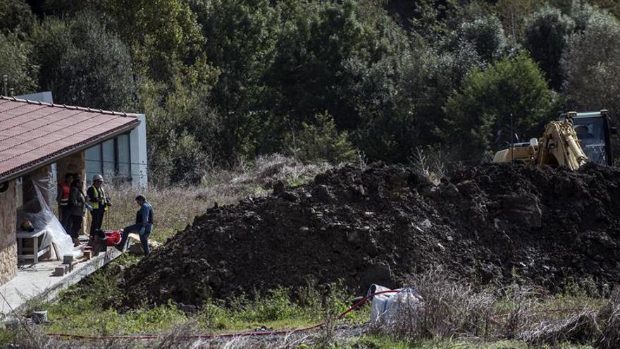 Dos trabajadores mueren sepultados en una zanja en Mungia (Bizkaia)
