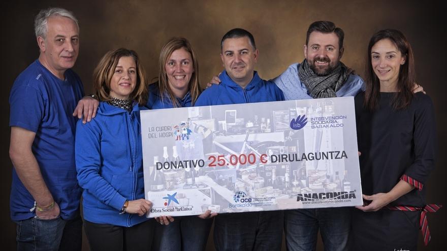 Policías de Barakaldo entregan 25.000 euros recaudados para apoyar la lucha contra el cáncer infantil