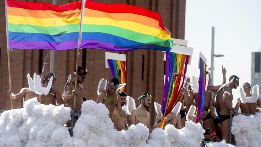 Miles de personas participan en la Pride Barcelona en su décimo aniversario