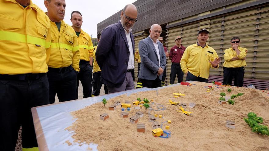 Juan Manuel Brito y Antonio Morales en la presentación del operativo contra incendios 2016