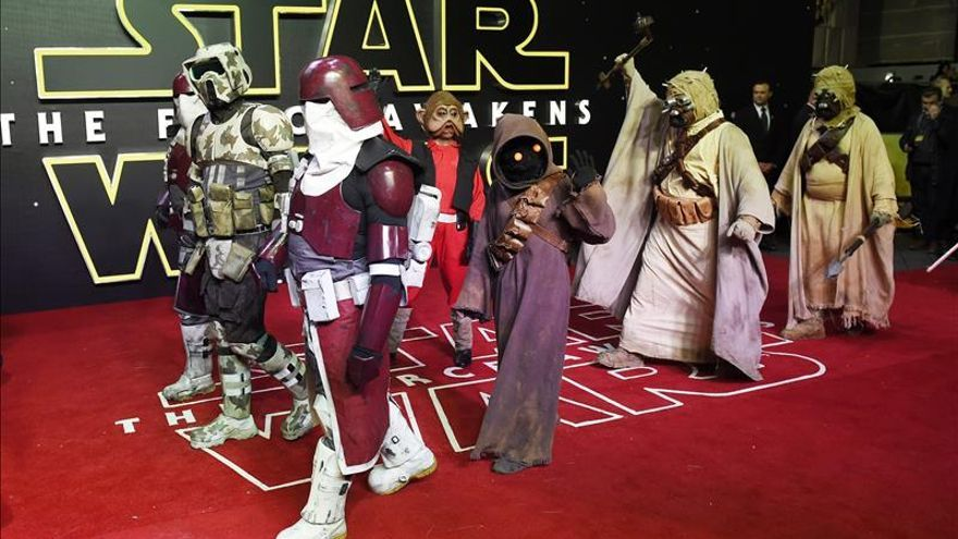 "Un fan gana un maratón al ver 9 veces seguidas ""Star Wars: The Force Awakens"""