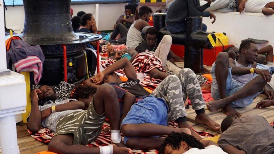 """El fundador de la ONG Open Arms afirma que """"la situación está fuera de control, estamos secuestrados"""""""