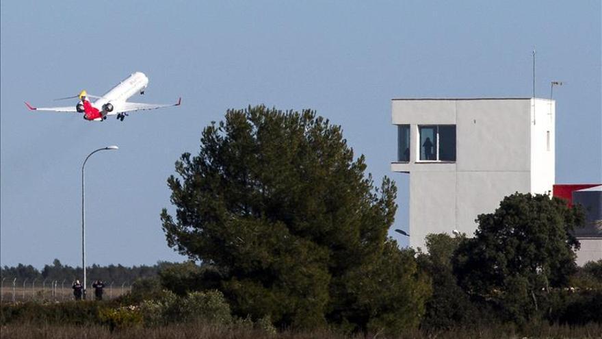 Aterriza el primer vuelo regular en el aeropuerto de Castellón