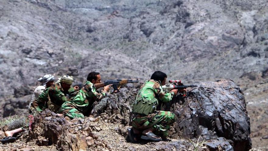 Fuerzas pro-gubernamentales yemeníes en una operaciones militares en posiciones hutíes en la provincia sureña de al-Dhalea, Yemen, en abril de 2019.