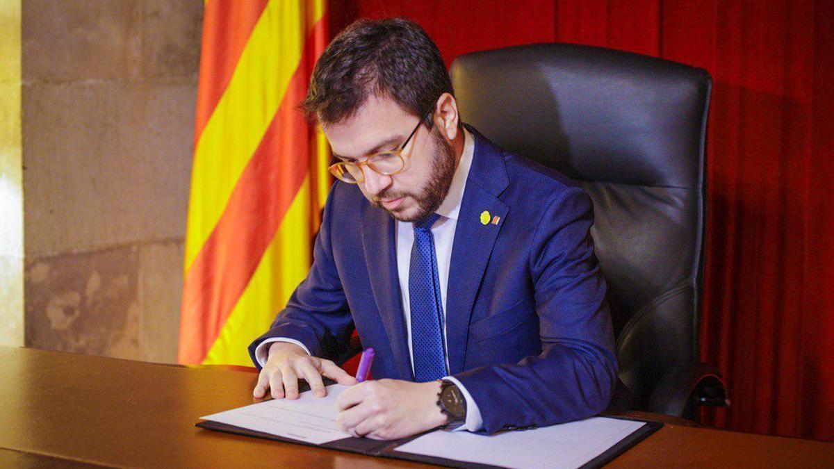 Aragonès ha firmado este lunes el decreto de convocatoria de las próximas elecciones catalanas.