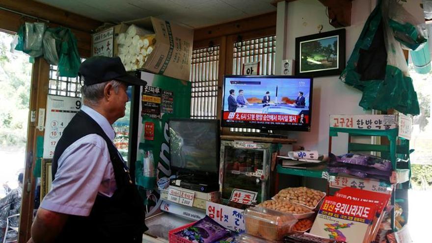 """Corea del Norte dice que quería """"calmar la beligerancia de EEUU"""" con su misil"""