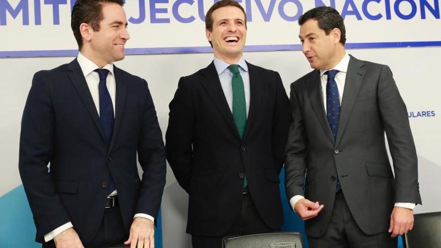 Teodoro García Egea, Pablo Casado y Juanma Moreno en la reunión del Comité Ejecutivo del PP.