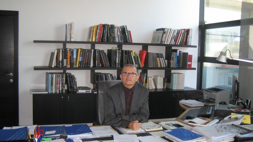 El director del museo en su despacho