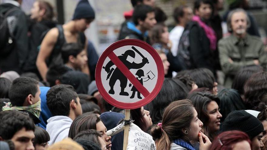 Miles de chilenos vuelven a las calles para exigir educación gratuita