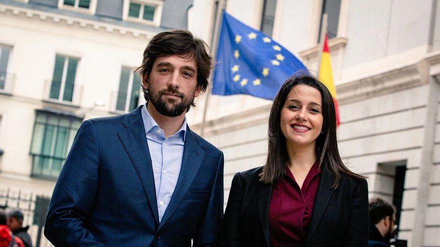 El eurodiputado Adrián Vázquez y la líder de Ciudadanos, Inés Arrimadas.