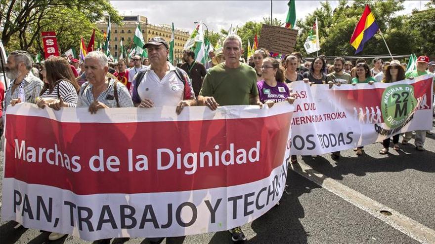 """""""Marchas de la Dignidad"""" rodean varios parlamentos autónomos contra los recortes"""
