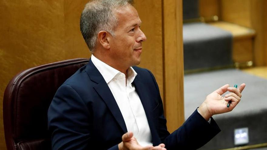 """El PSOE cree que Aznar guía """"con dos dóberman"""" a las derechas en Alsasua"""