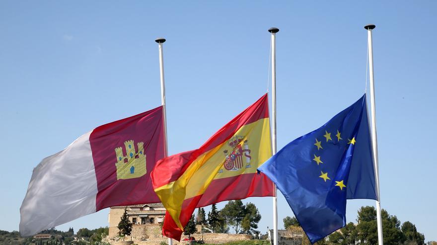 Banderas a media asta en la región