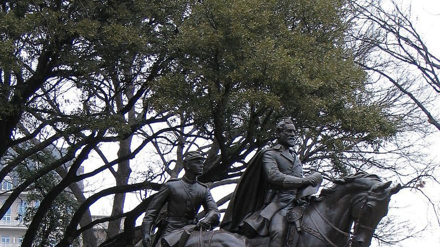 Estatua de Robert Lee en Dallas en 2007.
