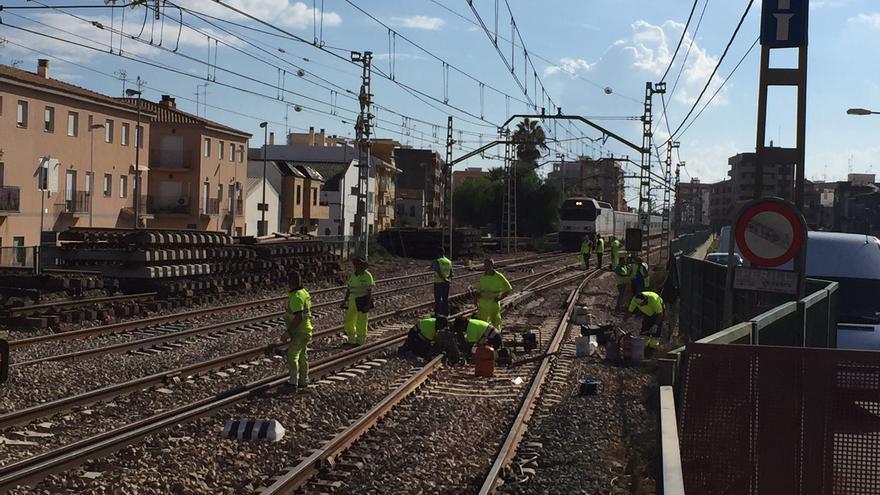 Obras del tercer carril del Corredor Mediterráneo en Puçol
