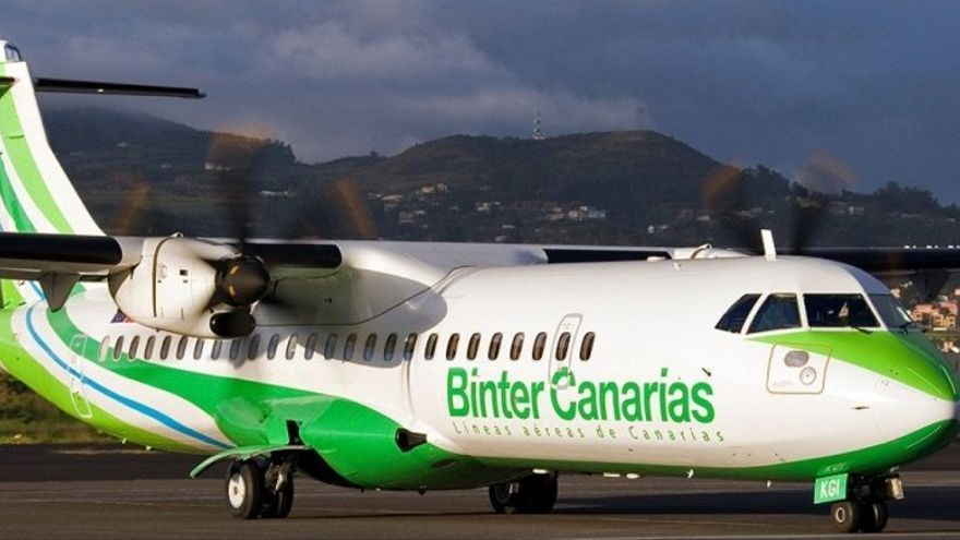 Avión ATR de la compañía Binter en un aeródromo canario, en una imagen de archivo
