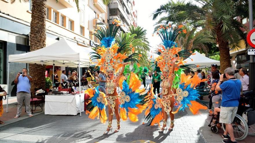 Comparsas en el Día del Turismo en Las Palmas de Gran Canaria.(TONY HERNÁNDEZ)