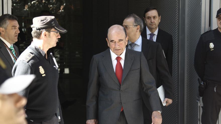 Botín, Fainé y González dicen que Guindos les citó para hablar de Bankia pero no de la salida de Rato