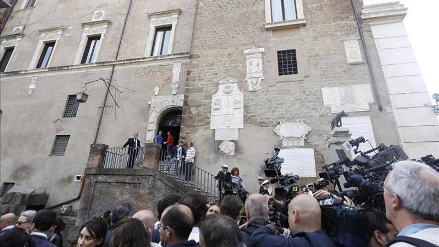 El alcalde de Roma presenta su dimisión tras las últimas polémicas
