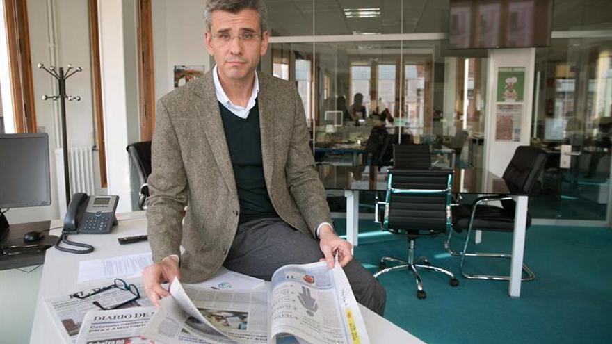 Iturbe, independiente pero no neutral, augura larga vida a la prensa en papel