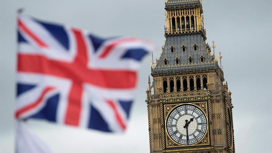 Un informe parlamentario considera que Londres debe prever una fase de transición para el brexit