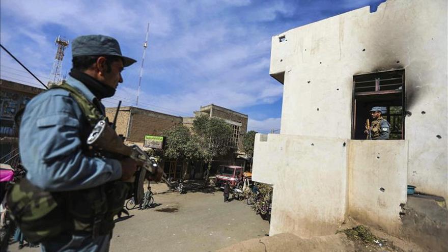 Los talibanes del mulá Mansur niegan guerra interna en el sur de Afganistán