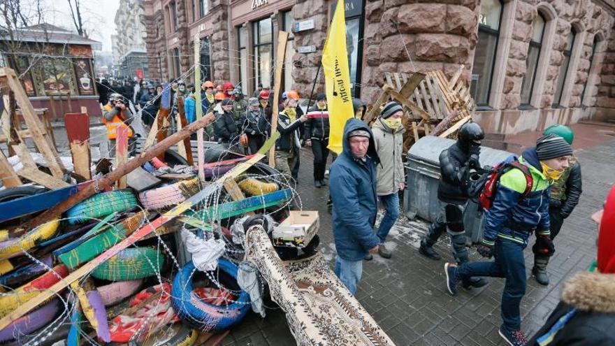 Decenas de miles de opositores se congregan en el centro de Kiev