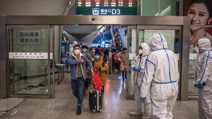 Wuhan intenta renacer entre fuertes medidas de control contra el virus