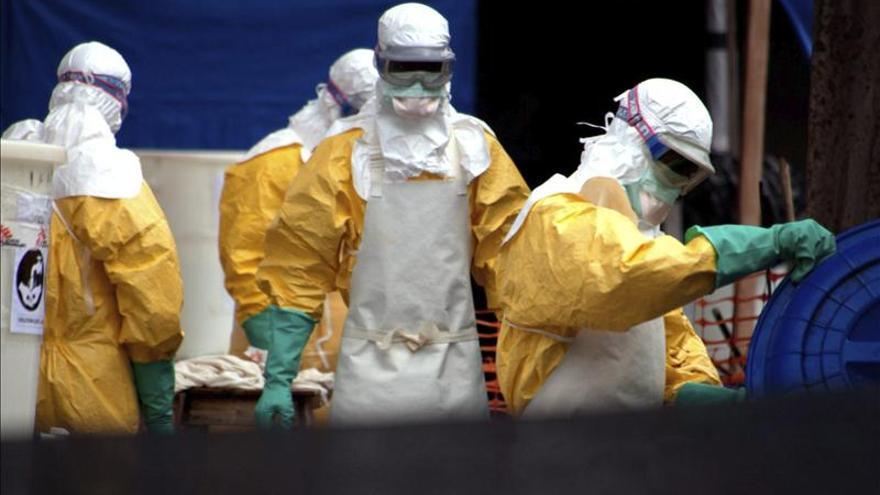 EE.UU. recibirá a una enfermera expuesta al ébola en Sierra Leona