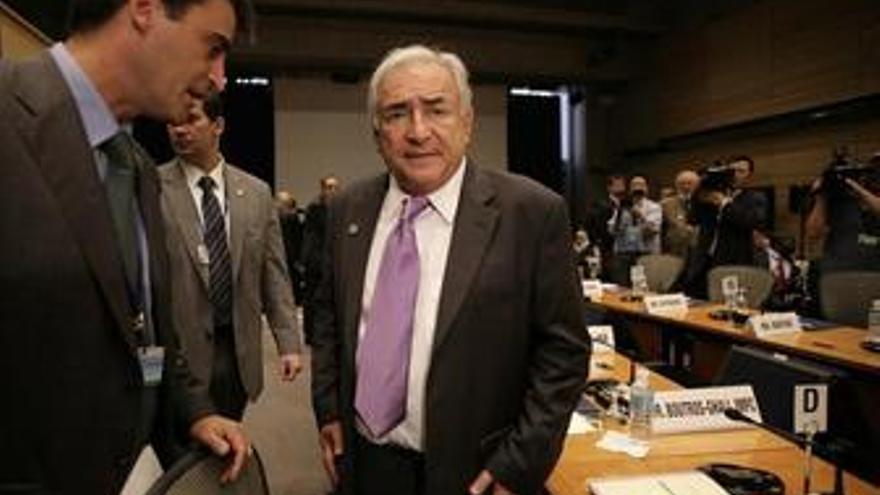 Director del FMI, Dominique Strauss-Kahn en una reunión