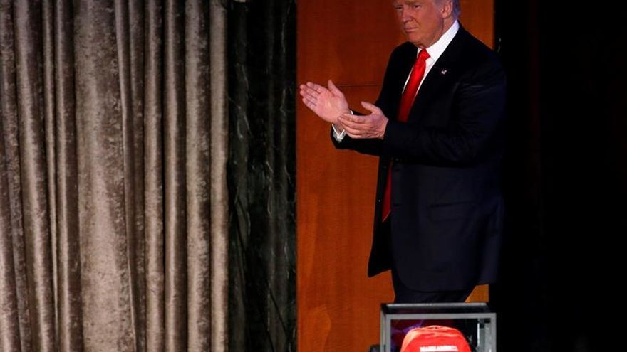 """La prensa salvadoreña califica de """"sorpresa"""" la elección de Trump en EE.UU."""