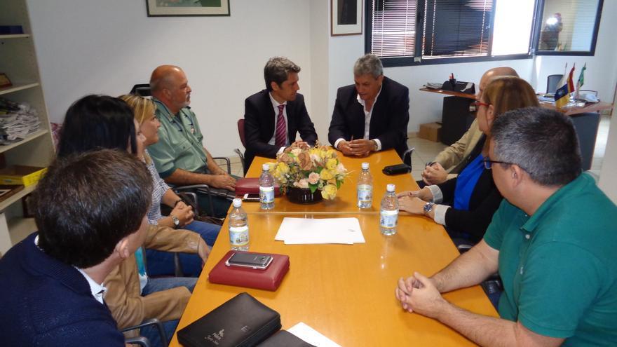 El delegado del Gobierno de Canarias, Hernández Bento, en una reunión con representantes de las instituciones y del sector turístico de Fuerteventura.