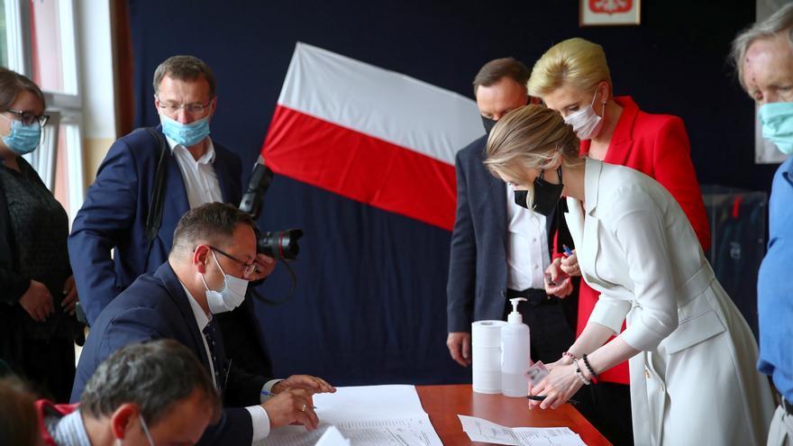 Las presidenciales polacas, pendientes del recuento final ante empate virtual