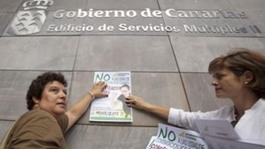 Protestas ante el edificio de Servicios Múltiples del Gobierno en Las Palmas de Gran Canaria. (ACN PRESS)