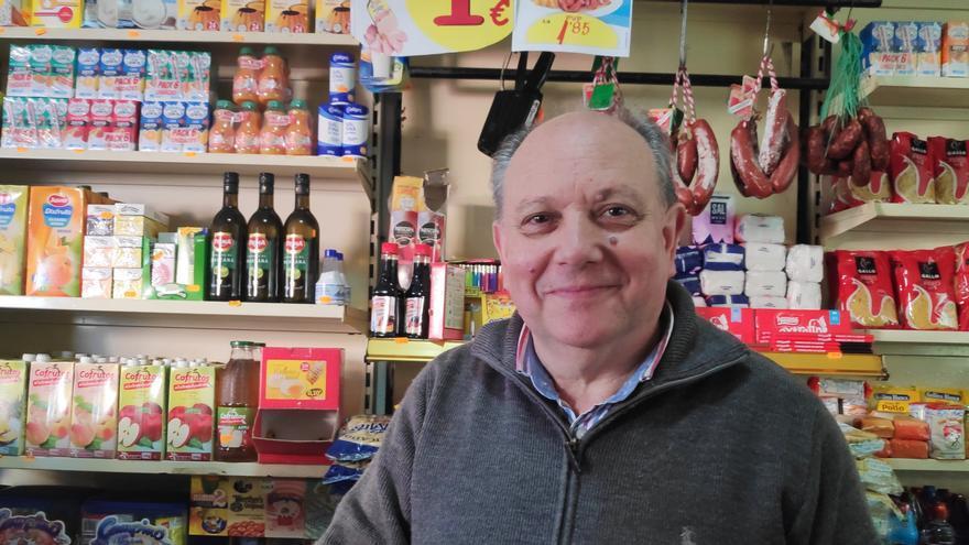 José Salgado, en su tienda de Sanlúcar de Barrameda.