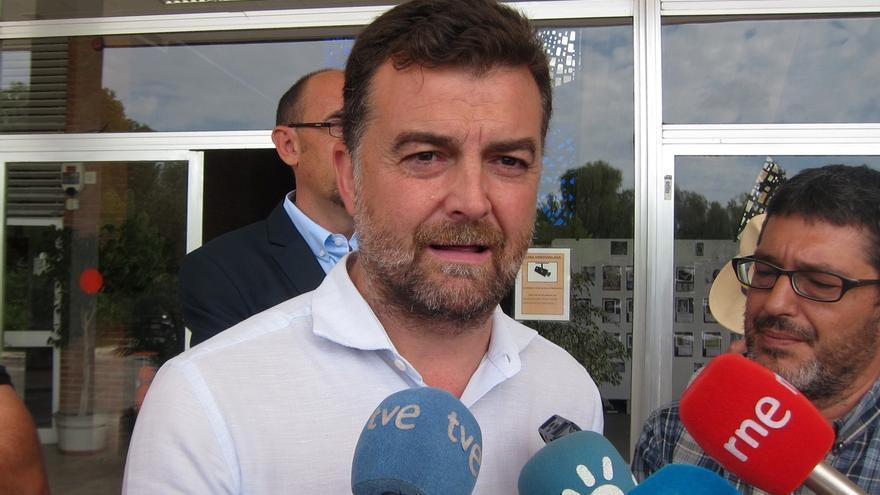 """Maíllo celebra el acuerdo Podemos-IU y cree """"justo y ponderado"""" el reparto de los escaños"""