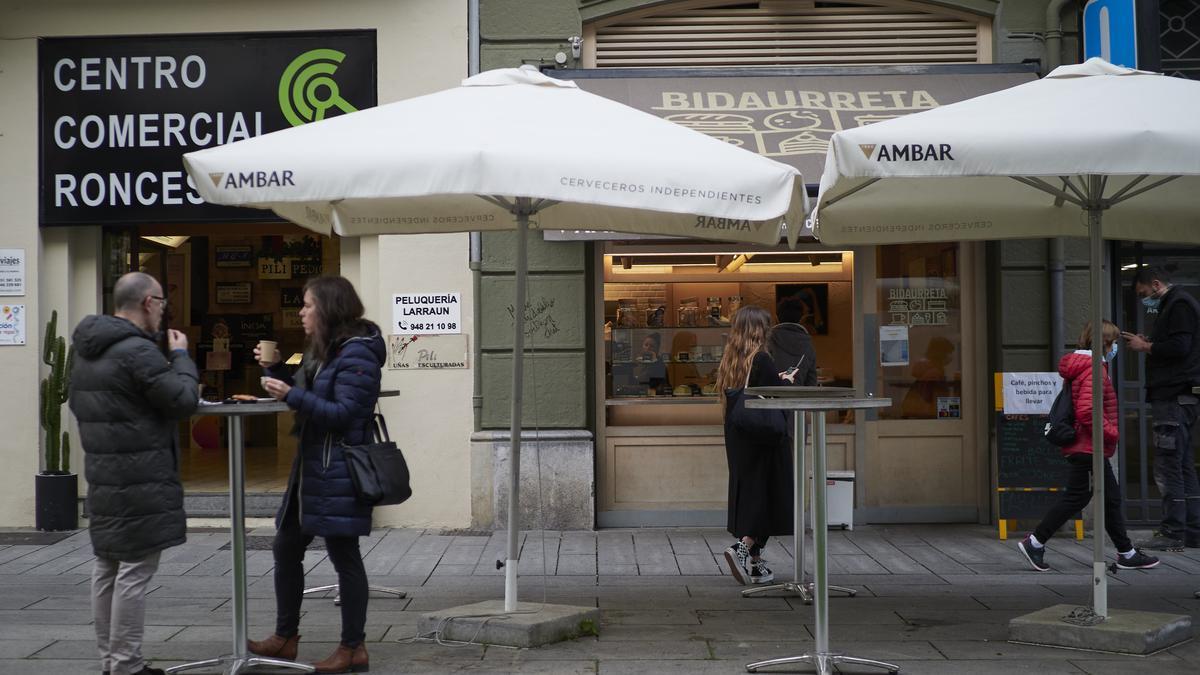 Terraza de una cafetería en Pamplona