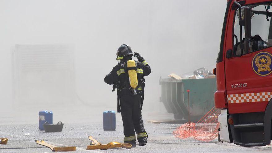 Extinguido un incendio en un anexo de una nave industrial de Gran Canaria