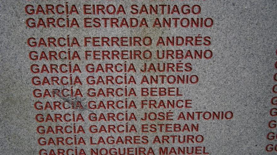 Monumento a los represaliados por el franquismo en la comarca de A Coruña. Detalle con los nombres de los hermanos García García