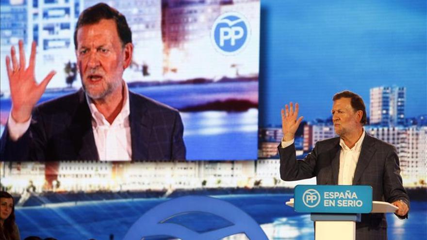 Rajoy apela a la moderación y a huir de los extremismos tras su agresión en Galicia