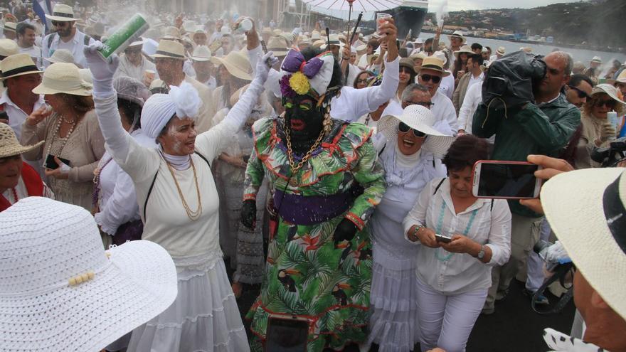 La Negra Tomasa, este lunes, llegando al Puerto de Santa Cruz de La Palma