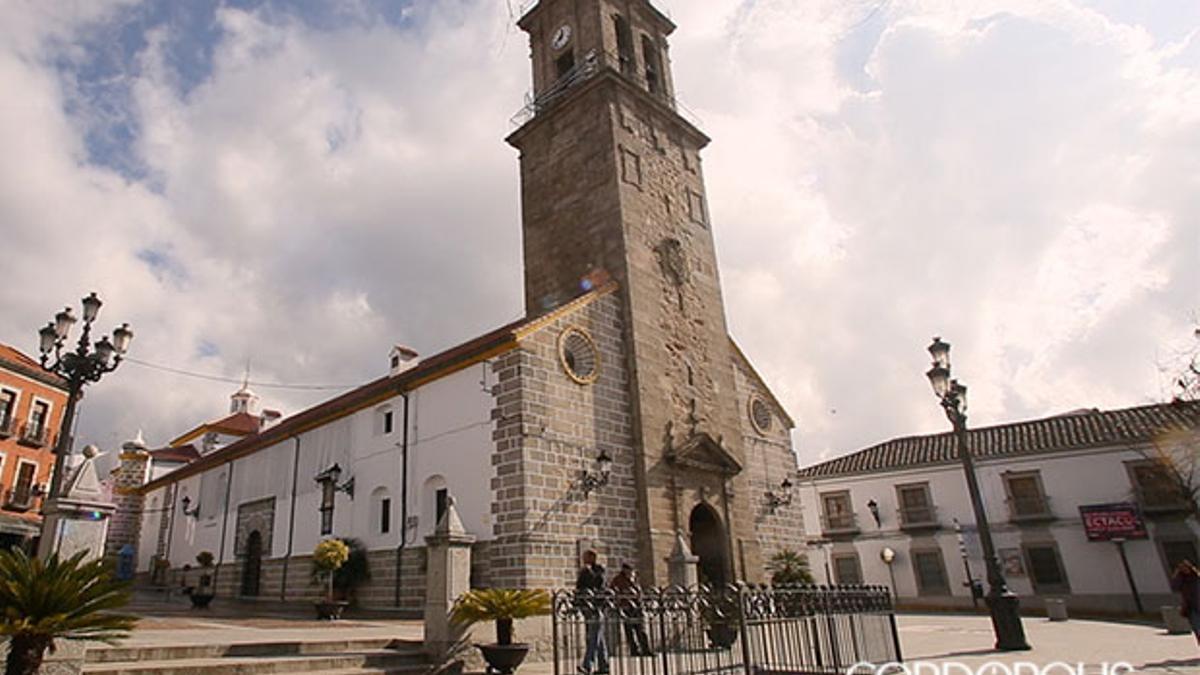 Plaza junto al Ayuntamiento de Villanueva de Córdoba | MADERO CUBERO