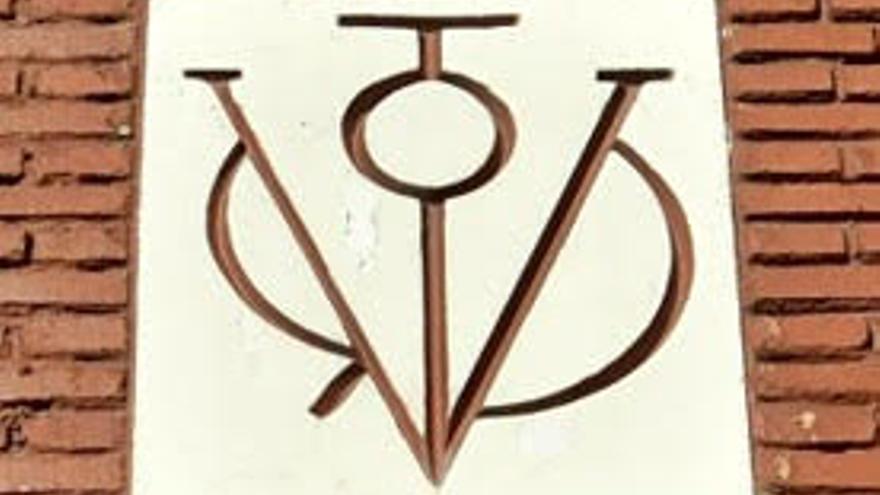 El símbolo franquista 'vítor' que todavía permanece en Torrejón de Ardoz