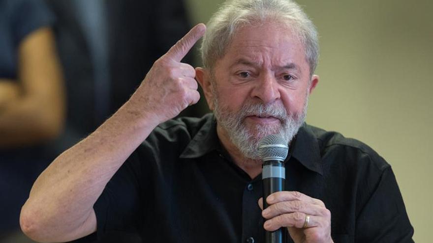 Lula se mantiene al frente en las intenciones de voto a un año de las elecciones en Brasil