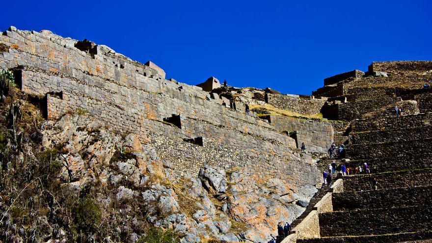 Muros de la Fortaleza de Ollantaytambo, uno de los centros arqueológicos más importantes del Perú. VIAJAR AHORA