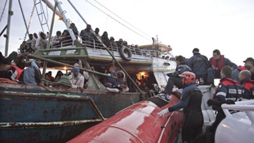 La guerra libia provocó la huída del país de más de 700.000 personas desde marzo a octubre de 2011 (EFE)