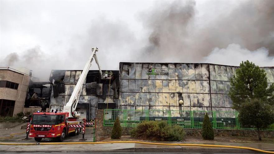 Un incendio destruye una fábrica de productos lácteos de Ávila